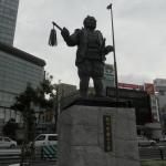 JR静岡駅前の徳川家康公像と竹千代君像